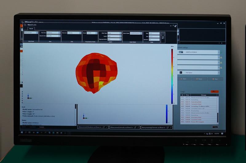 アンテナの利得を計測している様子、VAIO Zの場合にはこのように利得が高い赤が多く表示され綺麗な球体になっている
