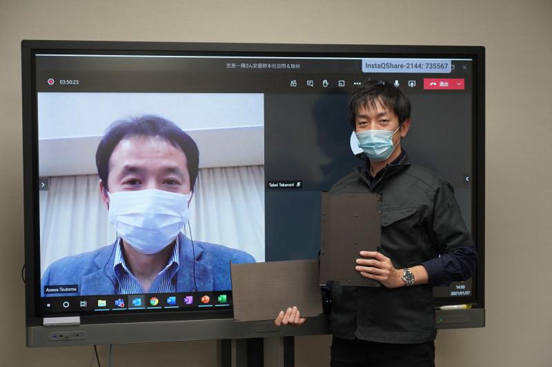 VAIO株式会社 PC事業本部 エンジニアリング統括部 メカ設計課 課長の浅輪勉氏(左)