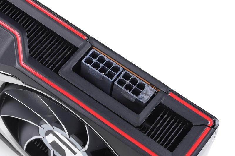 補助電源コネクタはPCI-E 8ピン+6ピン
