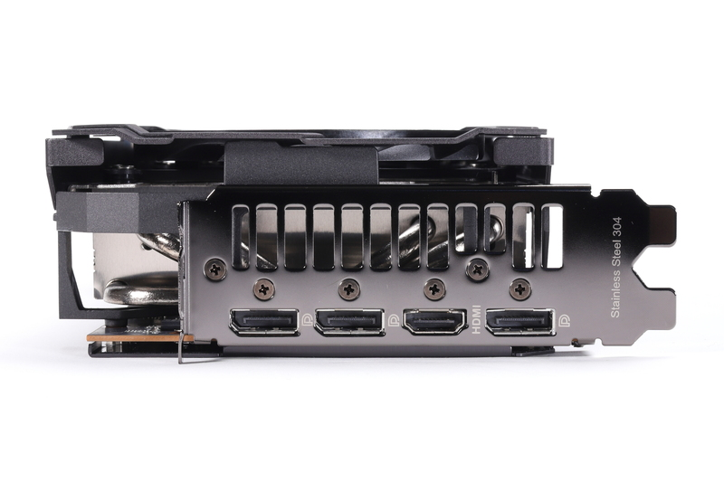 画面出力端子は、DisplayPort 1.4a(3基)とHDMI 2.1