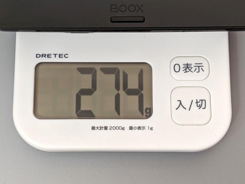 重量は実測274g。ほぼ同等サイズのiPad mini(約300g)よりわずかに軽い。ちなみにKindle Oasisは約188gと大差がついている