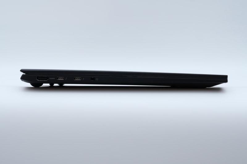 左側面。高さは16.8mmと十分に薄い