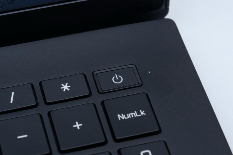 電源ボタン一体型の指紋認証センサーを搭載