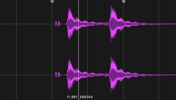 上下同じ波形になった。モノラルマイクだから左右そろって当然