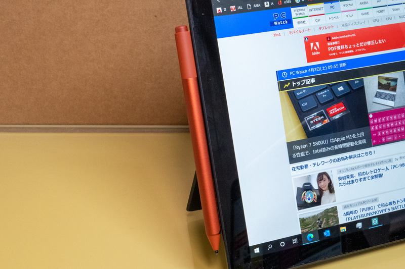 ペン用のセンサーがディスプレイに統合されているSurface Pro 7のような製品ではオプションのペンを購入するだけで高精度なペンを利用することができる。Surfaceシリーズは静電容量のMPP方式を採用