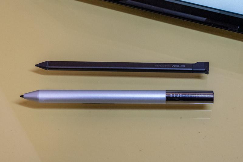 ASUS Chromebook Detachable CM3に内蔵されているUSIペン(上)とオプションのUSIペン