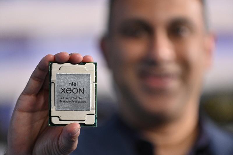 第3世代Xeon SPのパッケージ。Socket P+(LGA4189)で利用可能で、第2世代Xeon SPとはパッケージやCPUソケットが異なるため、新しいマザーボードが必要になる(提供:Intel)