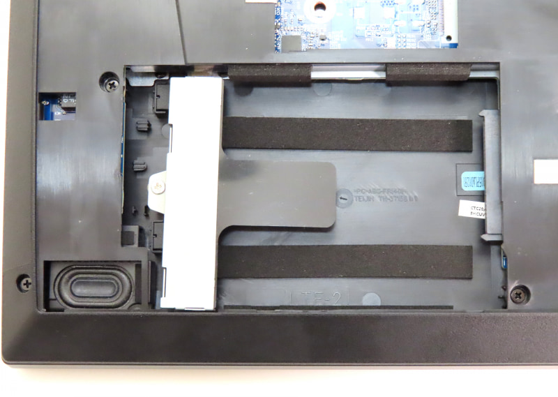 2.5インチシャドウベイを搭載しており、2.5インチHDDやSSDを増設できる