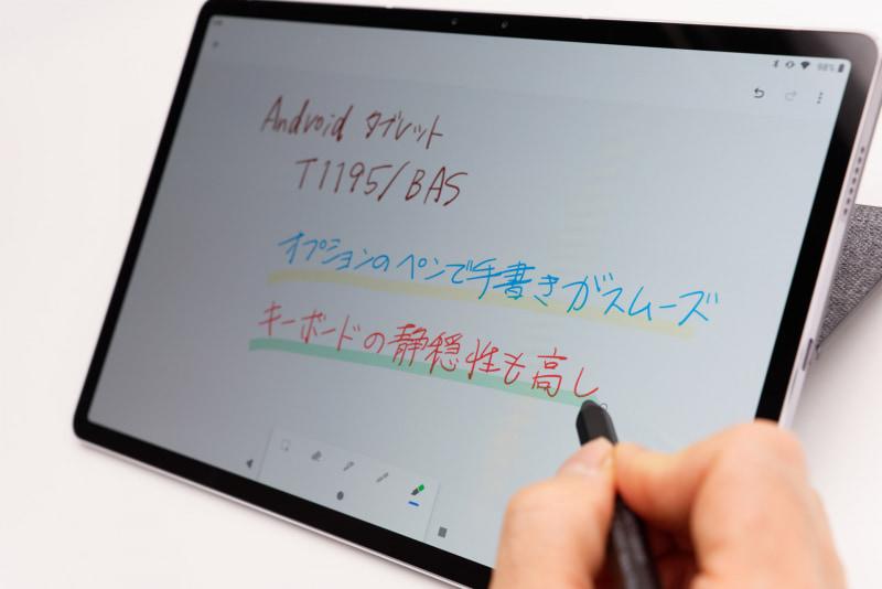 ペン軸はやや太め。しっくりくる重量感でスムーズな手書きが可能だ