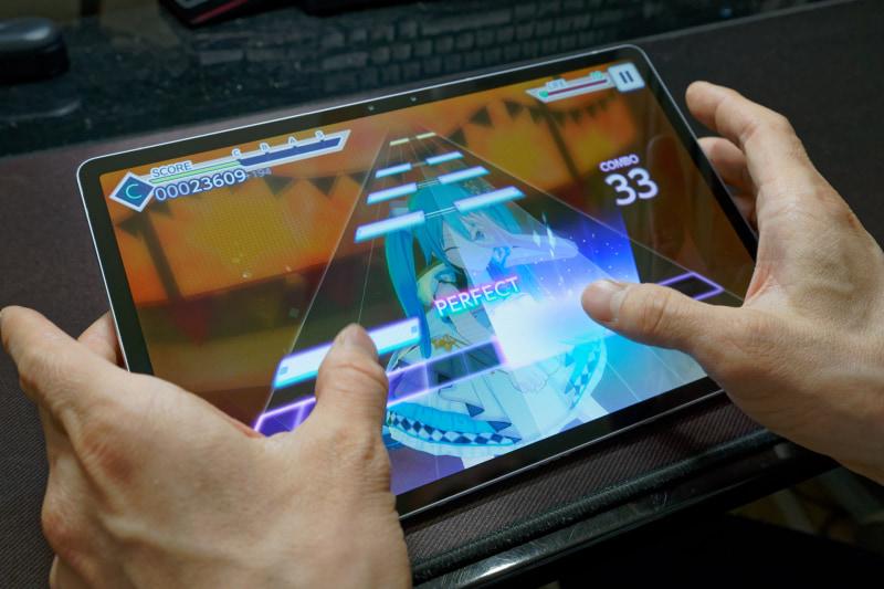 リズムゲームだと画面が大きい分タップ範囲が広くなるが、没入感が高く、ギリギリいい感じに操作できる最大サイズかもしれない