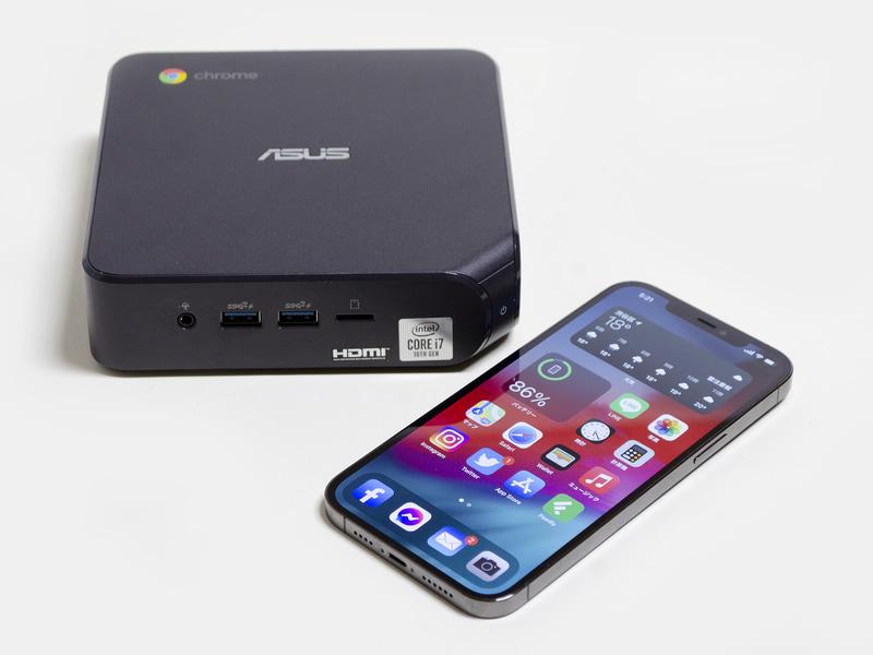 iPhone 12 Pro Maxとの比較。結構コンパクトなのが分かる
