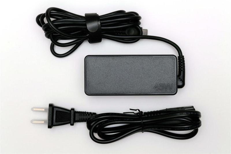 ACアダプタのコード長は実測180cm、電源ケーブルの長さは実測90cm
