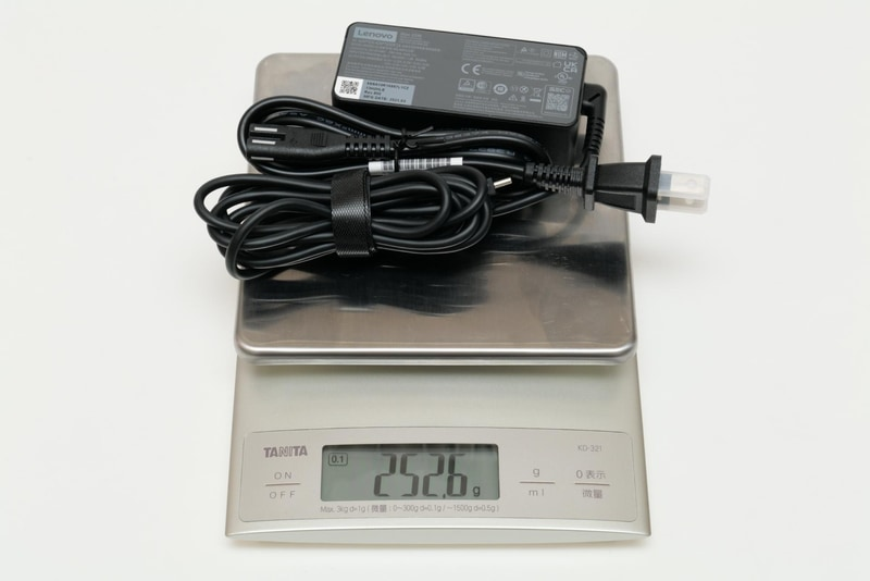 ACアダプタと電源ケーブルの合計重量は実測252.6g