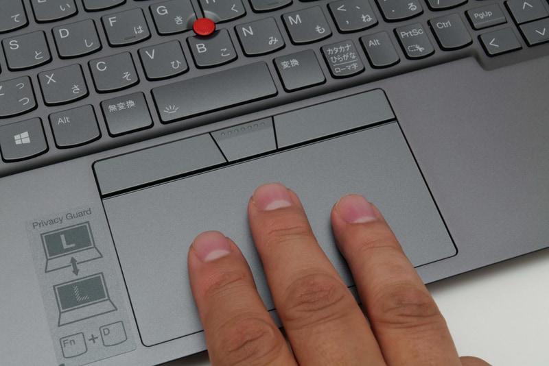 画面比率の変更にともないタッチパッドは大型化。実測110×57mmのスペースが確保されており、3本指ジェスチャーなども容易だ