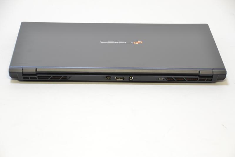 背面はThunderbolt 3、電源端子、HDMI、Mini DisplayPort
