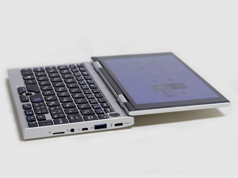右側面。USB Type-C(給電用)、USB Type-A、Micro HDMI、3.5mmジャック、microSDカードスロット