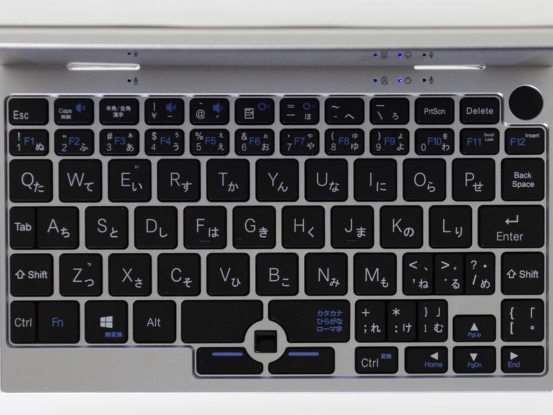 かなり変則的な日本語キーボード。光学式のスティックと2ボタン