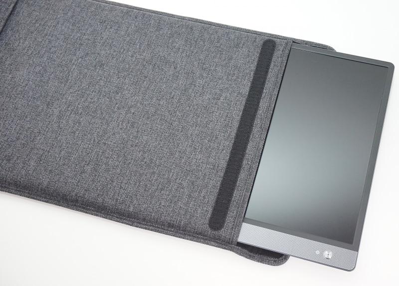 MB16AHを挿し込んで保護できる薄型のカバーを同梱