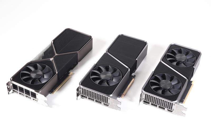 Founders Editionを並べたところ。写真左から、GeForce RTX 3080 Ti、GeForce RTX 3070 Ti、GeForce RTX 3070