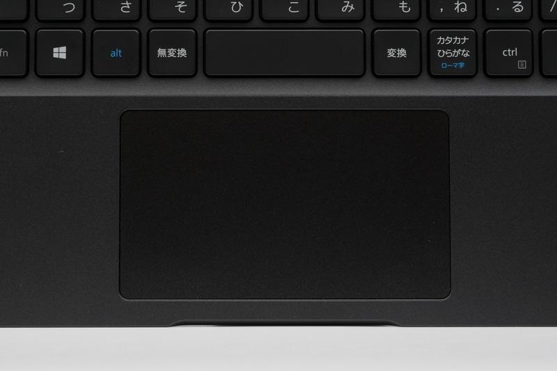クリックボタイン一体型のタッチパッドは面積も十分広く、ジェスチャー操作にも対応。ホームポジションを中心とした位置に搭載されている点と合わせ、扱いやすい