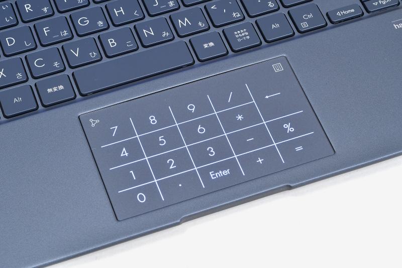 数字や記号がイルミネーションで浮かび上がり、テンキーとして使えるようになる