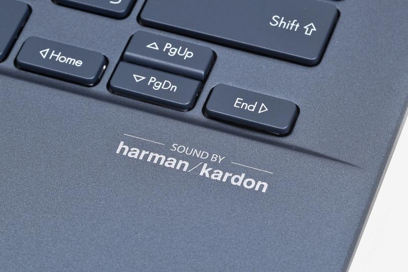 harman/kardonとコラボしたステレオスピーカーは、リッチな音楽再生が可能になるだけでなく、Web会議で相手の声もしっかり聞き取れる