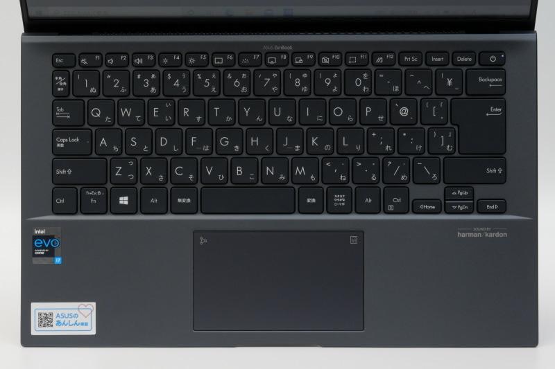 キーボードはアイソレーションタイプの日本語キーボードを搭載。配列は標準的でかなり扱いやすい