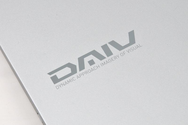 天板に入っているDAIVロゴ。このロゴを見てメーカーが分かったらかなりの通である