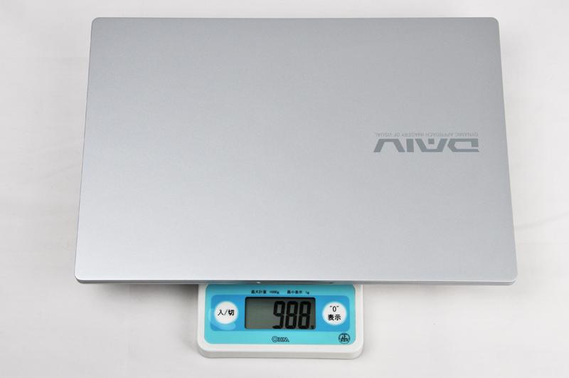 重さは実測では988gだった。公証で約985gなので大体スペック通りだ
