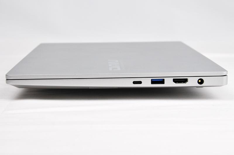 右側面にはThunderbolt 4、USB 3.0、HDMI、電源端子がある。専用の電源端子があるのはうれしい