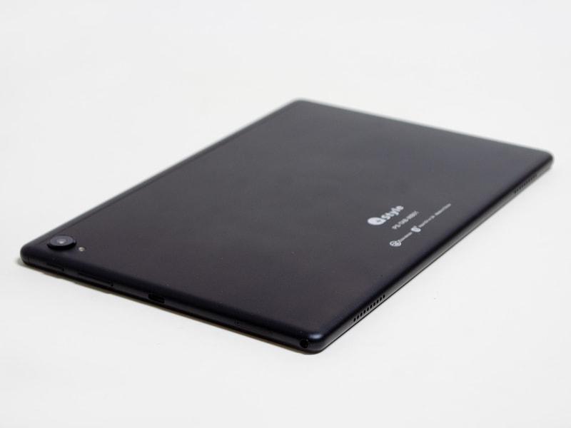 右側面に電源ボタン、音量±ボタン、microSDカードスロット、3.5mmジャック。下側面にステレオスピーカー