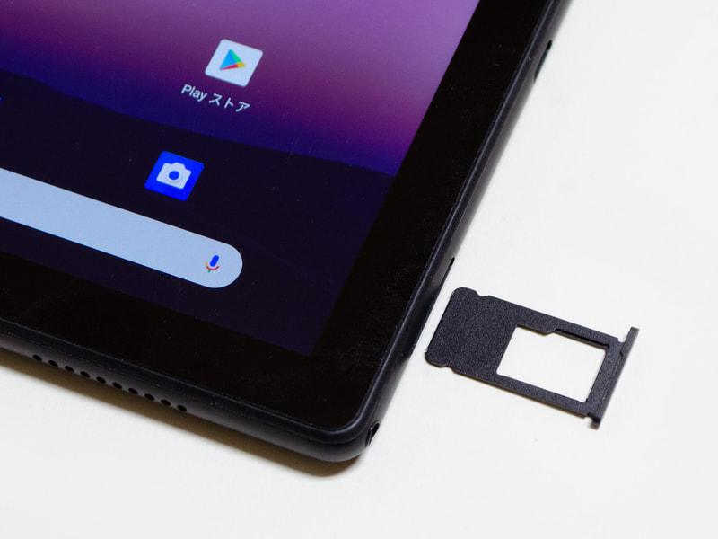 microSDカードスロット。イジェクトピン式なので簡単に外れないが、その分、安心してセカンドストレージにできる