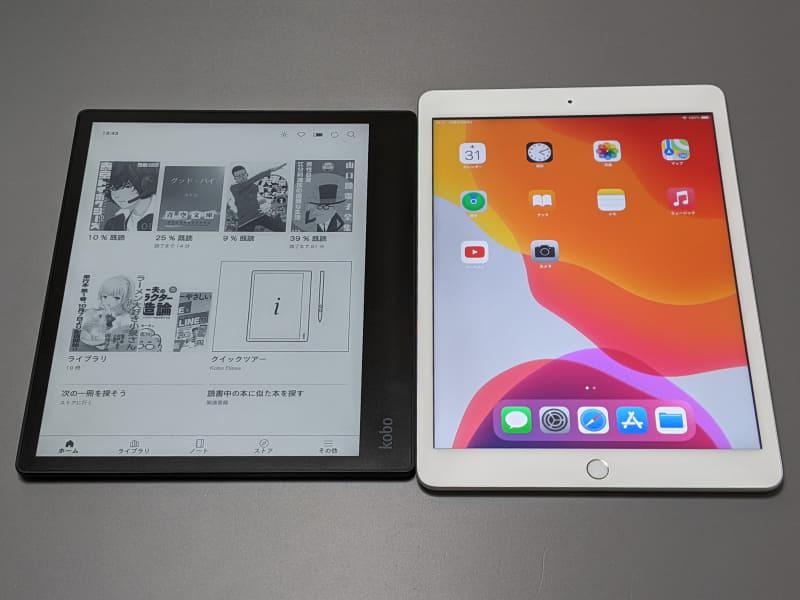 10.2型のiPad(右)との比較。縦横比も含めもっとも画面サイズが近いのはこれだろう