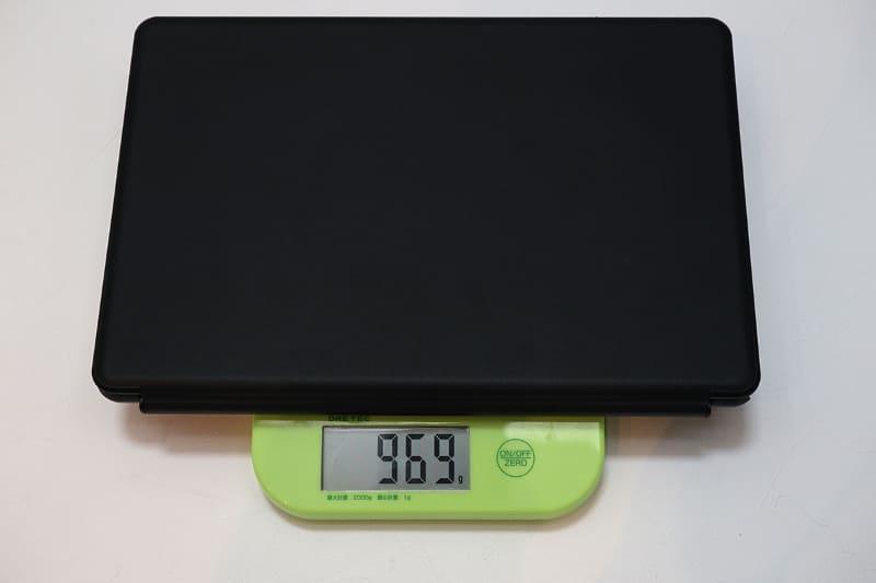 キーボードまで含めると969g。軽い13.3型ノート程度だ