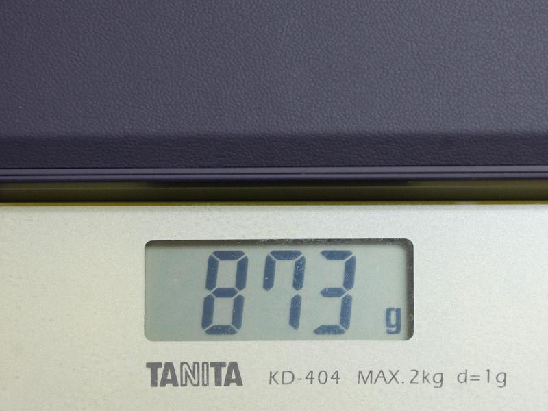 重量(キーボード込み)は実測で873g