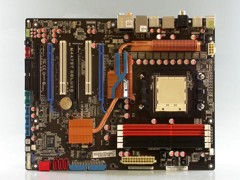 """【写真2】ASUSTeKの「<a href=""""http://www.asus.co.jp/products.aspx?l1=3&amp;l2=181&amp;l3=896&amp;l4=0&amp;model=2818&amp;modelmenu=1"""">M4A79T Deluxe</a>」。AMD 790FX+SB750を搭載するSocket AM3マザー"""
