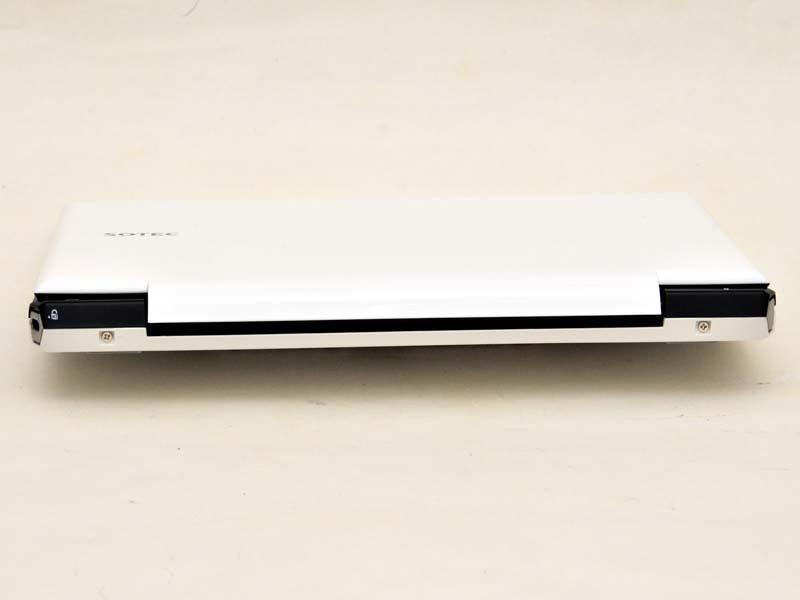 背面にもインターフェイスはない。SOTEC DC204の場合、前面と背面はほぼ同じ厚さだ