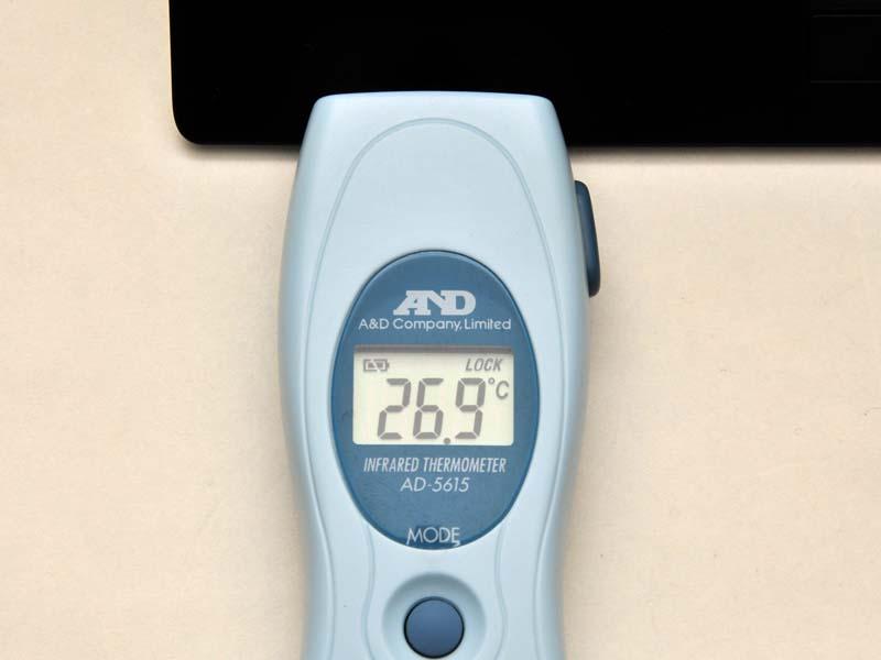 室温が26℃のとき、高負荷の状態で計測してもパームレストの温度は26.9℃と低かった