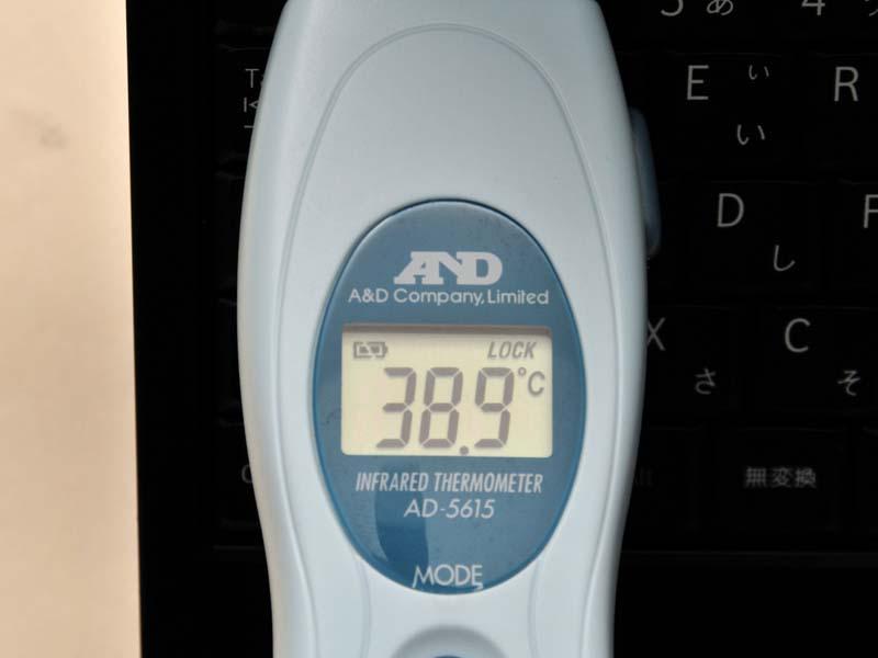 同じ条件でキーボードの左上部分は38.9℃と高い。しかし、気になるほどの熱さではない