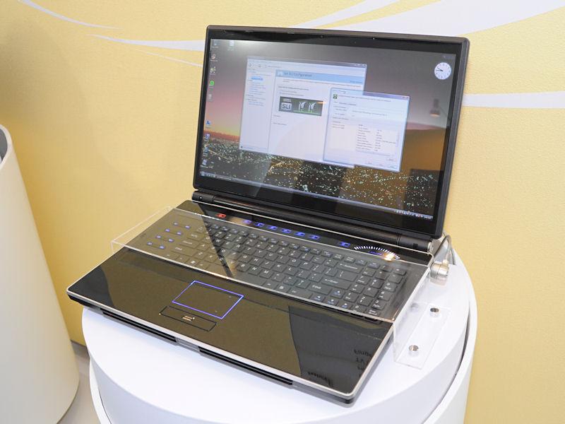 Core 2 Extreme QX9300などを搭載可能な18.4型液晶ノート「M980NU」。NVIDIA製チップセットを使っており、GeForce GTX 280MのSLI構築も可能