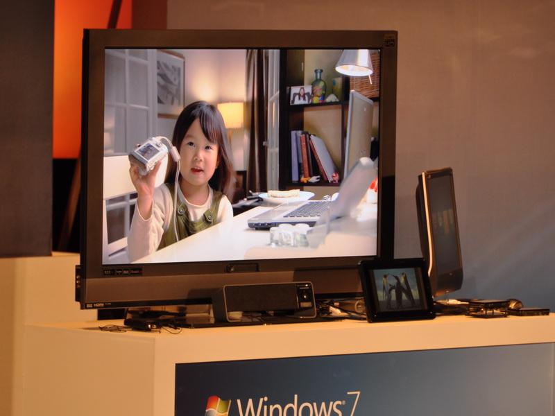 TVに接続されているネットワークメディアプレーヤーに動画ファイルが転送され、自動再生される