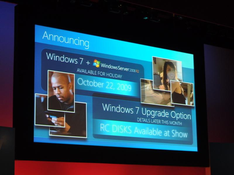 Windows 7およびWindows Server 2008 R2は2009年10月22日に発売、同時に、Windows 7へのアップデートが行える「Windows 7 アップデートオプション」が用意されることも発表