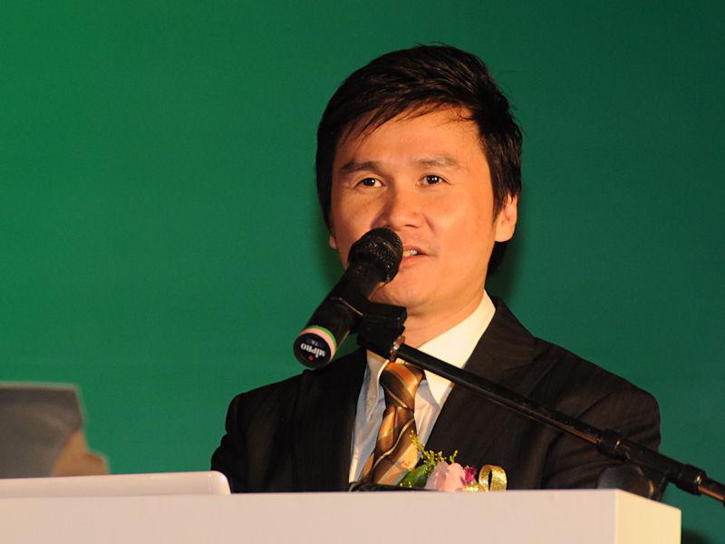 HP Notebook Global Business Unit DirectorのRay Wah氏。dv2のデュアルコア化と(日本で発表済みだが)ホワイトモデルの投入を発表した