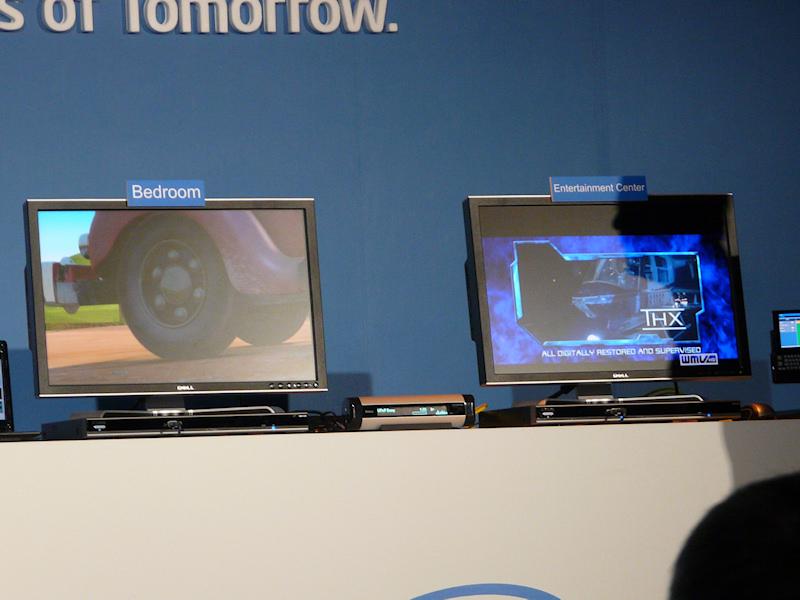 こちらは、UPnPデバイスにAtom搭載MIDから音楽と2つの動画をストリーム配信するデモ