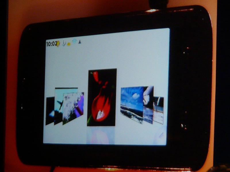 スライドショー、動画再生、ゲームのプレイをマルチタスクで起動可能