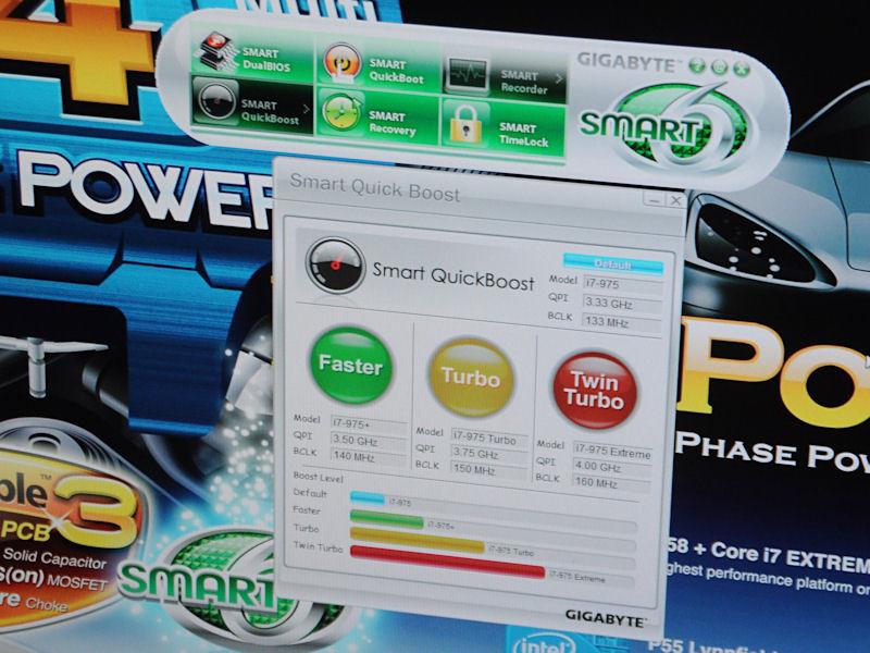 BIOSと連携してさまざまな機能を提供する「Smart6」。Smart QuickBoostはボタン1つで行なえる自動オーバークロック機能