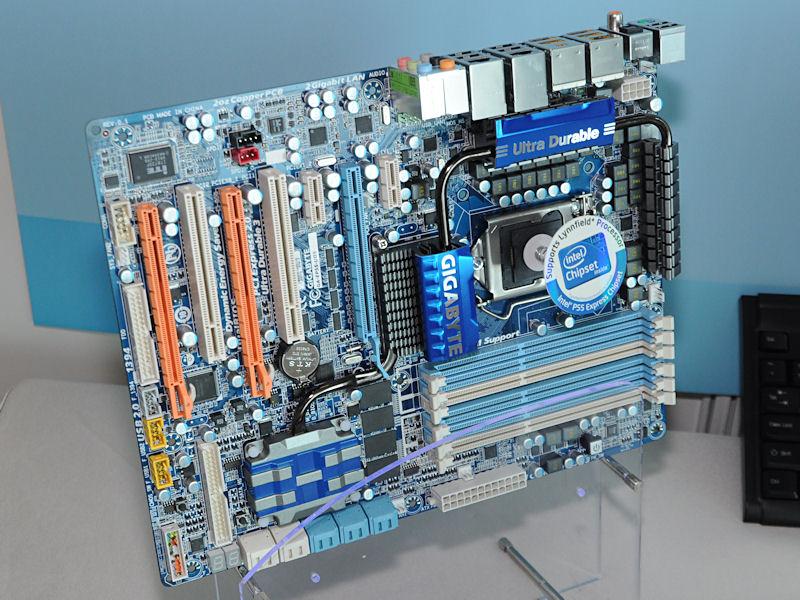 同じく24フェーズ電源を備える、Intel P55搭載マザー「GA-EP55-UD5」