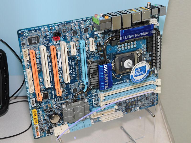 Intel P55搭載マザーの「GA-EP55-UD4P」。USBメモリやBluetooth経由で暗号化を制御できるTPM機能「Smart TPM」を備える