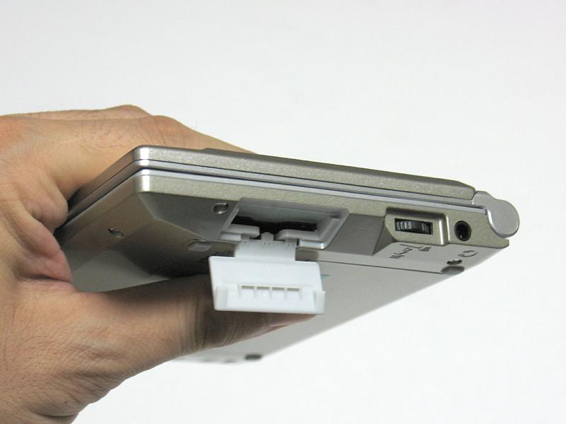 SDカードスロットを装備。拡張用シルカカードのほか、テキストやMP3データを読み込ませることが可能