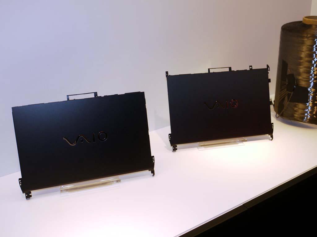 ブラックとブラウンの2色が展示されていた